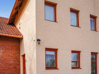 Beautiful apartment in Felsöörs w/ WiFi and 2 Bedrooms (UBN970)