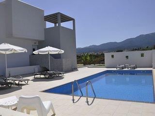 Tigkaki Villa Sleeps 10 with Pool Air Con and WiFi - 5812171