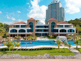 Beachfront Condo in Westin Resort 10min to Historic Panama City