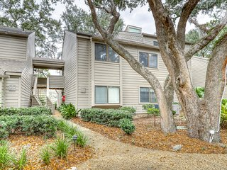 Centrally-located getaway near golf, Harbour town, & more - dogs welcome!