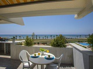 Lordos Sunshore  Beachfront Suite