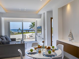 Mackenzie Castella Beachfront Suite