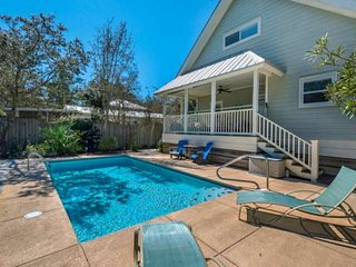 Charming Beach Cottage-Private Heated Pool-Short Walk To The Beach -Large Porch