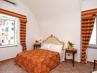 Dimore Selena, historical house in the Amalfi centre with garden and easy access