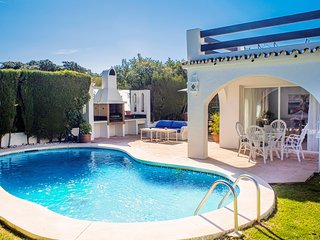 THE SUNLIGHT VILLA 500 meters from the BEACH, TOWN CENTER and PUERTO BANUS.