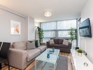 Modern Apt-Free Parking&close to all attractions!