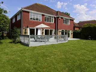 Inviting 7-Bed House with sea views in Hythe.