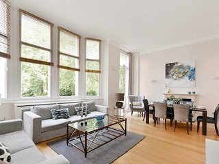 Spacious Bright 3 Bed Flat In Knightsbridge