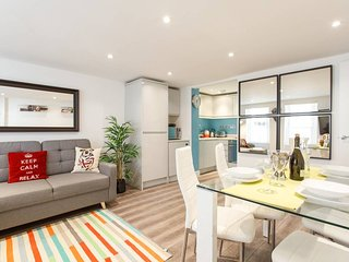 (xm02) Beautiful 2Bed patio apartment in Kensington