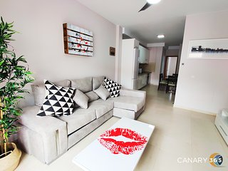 Intimate and Stylysh Apartment + Parking + Self Entry by Canary365