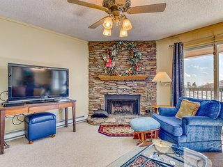 Second floor condo w/ shared pool, hot tub, high-speed WiFi, & wood fireplace!