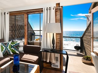 Malibu Dream Beachfront Loft - Dazzling Views!