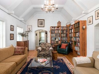 New Listing - 1880's Charm, 1 block off 'The Square', Private Courtyard, Wifi, W