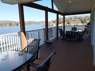 Lake Villa, boat dock, beautiful sunsets, boat slips, sleeps 10