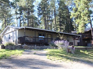 Friendly Nabors Cabin - Cozy Cabins Real Estate, LLC. - Ruidoso NM