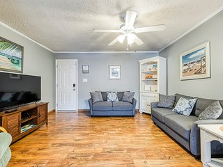 New listing! Spacious, family-friendly condo just two blocks from the beach!