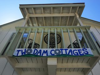 Two Dam Guest Cottages – Tree Top Suite