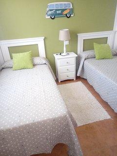 Dormitorio con dos camas de 90x190