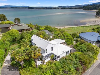 Beach Front, Palms Beach House - Kaiteriteri Holiday Home, Kaiteriteri