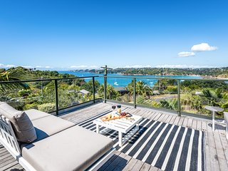 Oneroa Views - Waiheke Holiday Home, Oneroa