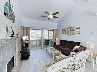 New Listing! Charming Remodeled Condo w/ Pool, Pier & Private Balcony