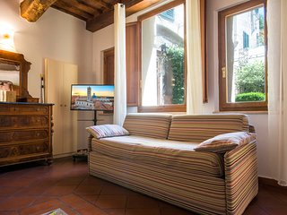 Studio Apartment Tuscan Style few steps from the Duomo