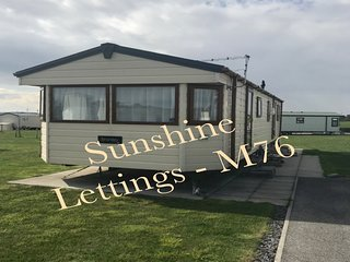 M76 Delta Bromley Deluxe 4 bedroom/6 berth for hire