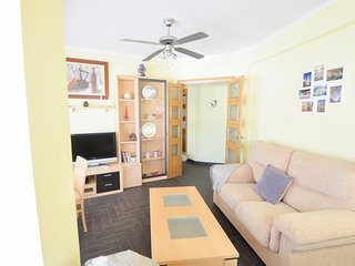 Holidays2Malaga Hermosilla 3 bedroom apartment with parking WIFI FIBRA 600 MG