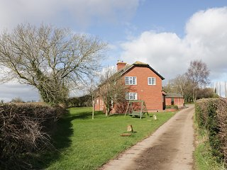DURSTONE COTTAGE, pet friendly, country holiday cottage, with a garden in