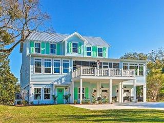 NEW! Harbor Oaks Haven: Walk to Harbor/Front Beach