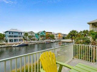 Family Friendly Waterfront House-Boat Lift and Dock Included-Minutes From The Be