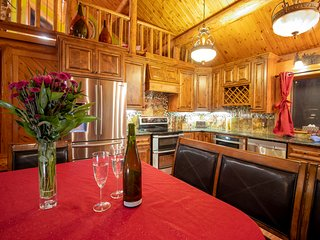 Beautiful Log Home - Spectacular Views!