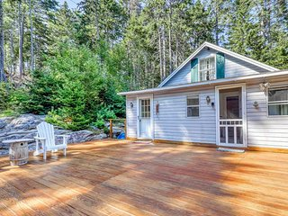 Spacious Deck, Shared Dock, Linekin Bay Cottage & Apartment
