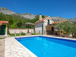 Stunning home in Desne w/ 1 Bedrooms (CDR118)