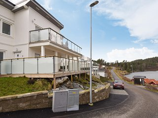 Stunning apartment in Svanesund w/ WiFi and 2 Bedrooms (S54226)