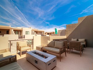 Snow Canyon Suite Sleeps 21 Steps from Pool and Pickleball Courts