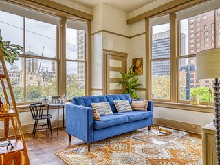 Historic apartment in the heart of downtown - close to everything