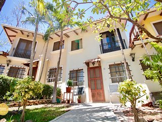 Peaceful Townhouse +Pool, short walk to the beach!