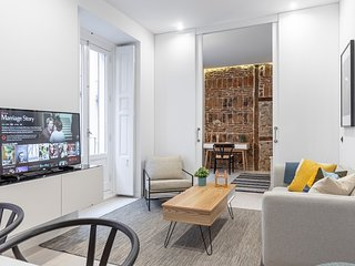 Stylish and bright apartment recently renovated in Madrid city Center-Chueca
