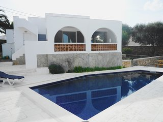 Wonderful 3 Bedroom Villa with Private Pool, Air-conditioning, Free WiFi