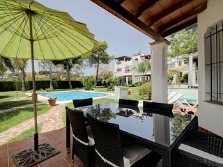 3 bedroom stylish and modern townhouse close to Marbella. Direct pool access