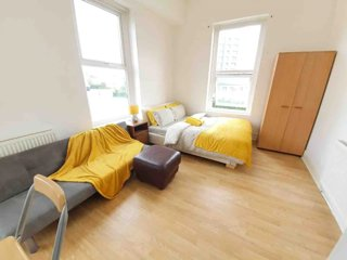 Studio 3, with FREE ST PARKING, near City Centre