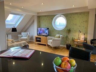 10 The Courtyard Penthouse by Accommodation Windsor