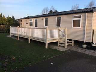 Brilliant dog friendly caravan at Southview Holiday Park in Skegness ref 33085S
