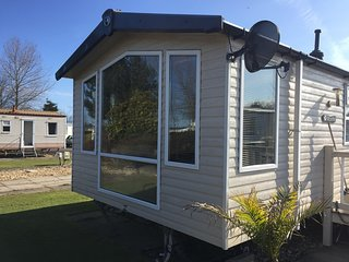 Luxury 6 berth dog friendly caravan at Southview holiday park ref 33085S
