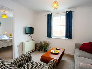 The Spires - Cosy apartment close to Canterbury West Station