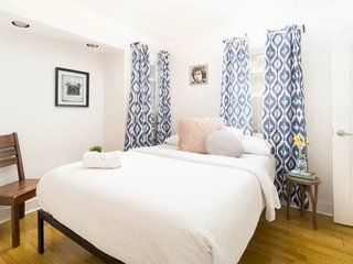 Lovely Silverlake Bungalow 2BR/1BTH Private Patio