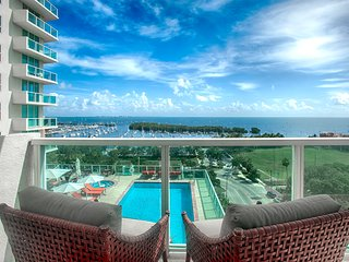 Exquisite 2BD/2BA + Bay/Pool Views