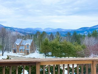 Beautiful townhome w/ mountain views from the deck, near skiing!