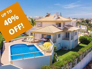 UP TO 40% OFF! BELAVISTA Modern Villa, Pool,games room, AC,WiFi, 1km to beach